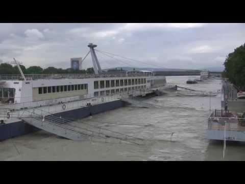 05/06/2013: Danube level still rising / Dunaj hladina stúpa. Bratislava, Slovakia.