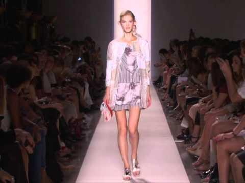 Vanessa Bruno's Fashion Show - Woman's Prêt-à-Porter Spring / Summer 2012