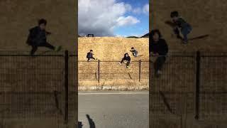 ふるさと公園にて。三人組が滑ります。