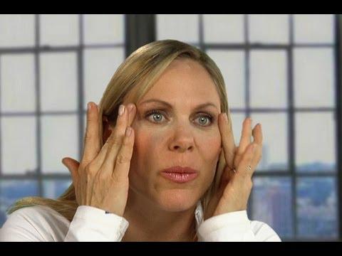 La crema barata para los ojos de las arrugas las revocaciones