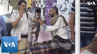 Kalashnikovs and Weapons Sales Thrive in Yemen's Souk