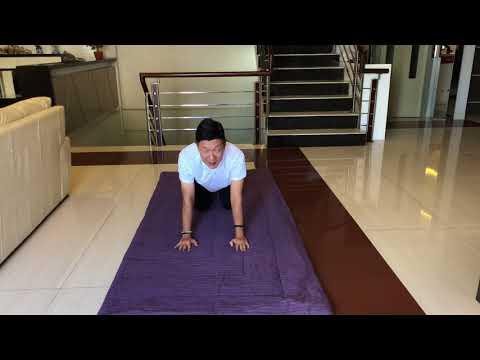 Cara mengatasi syaraf kejepit (herniated dics) dibagian tulang punggung bawah dengan melakukan yoga. Luisa Turnip, menjelaskan ....
