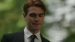 Riverdale 4x01 Fred Andrews' Funeral Scene
