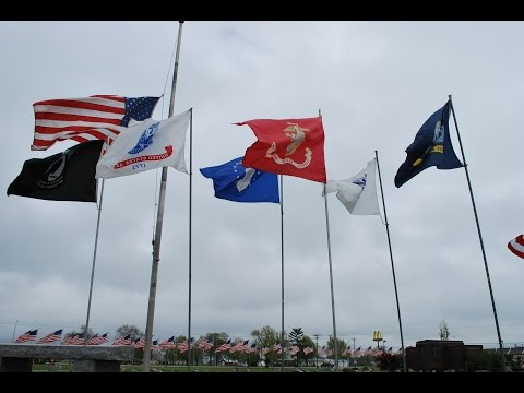 Centralia MO welcomes home, Sgt. Rodney Griffin,  Over 2000 flags welcome him home.