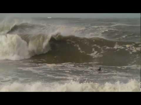 SURF EXTREME & SWELL DE  5 M SUR ANGLET. Solitude d'un chargeur et méditation
