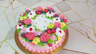 Торт для женщины с нежными цветочками