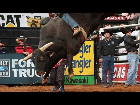 TOP BULL: Asteroid bucks off Chase Outlaw (PBR) - YouTube