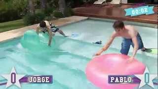 Repeat youtube video Violetta: Duelo de Galanes - Puntería acuática