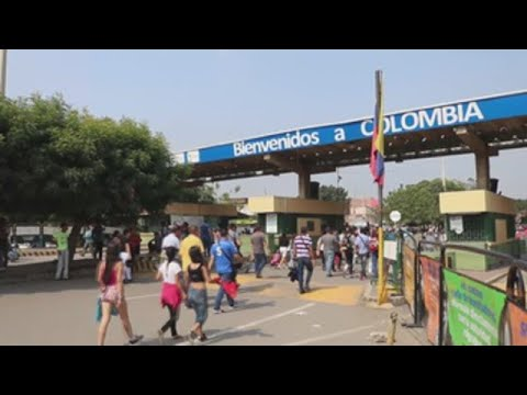 Venezolanos en Cúcuta esperan ansiosos llegada de ayuda humanitaria