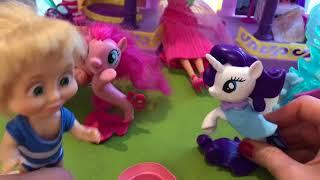Видео про пони Игрушки 2018. Маша и Барби в пришли в гости к пони русалкам.