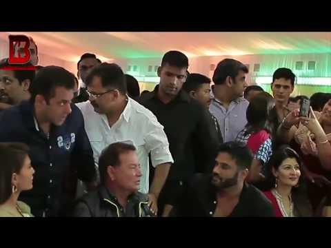 Sangeeta Bijlani Ignore's Salman Khan At Baba Siddiqui Iftar Party Video
