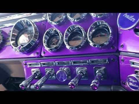 Walkaround Of The Purple Freightliner Classic!!