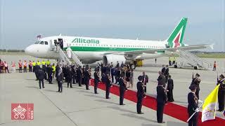 Pope Francis departs fŗom Slovakia to Rome