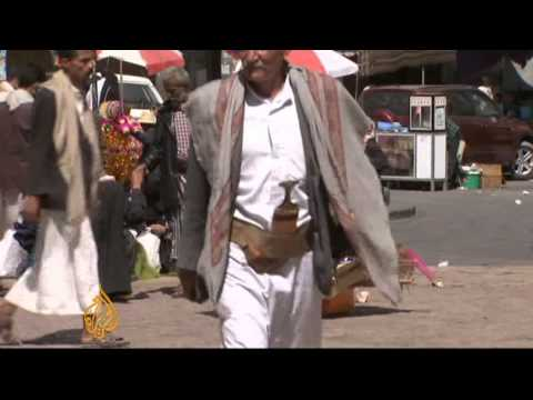 Yemenis refuse to put down their weapons
