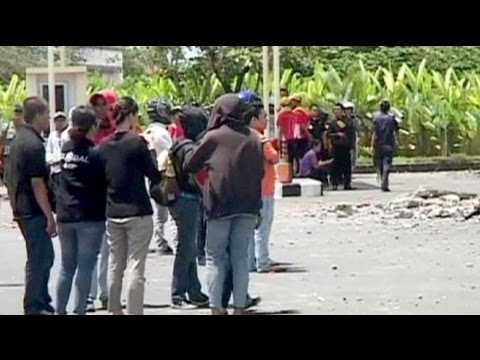 Earthquake hits Indonesian tourist hot spot - no comment