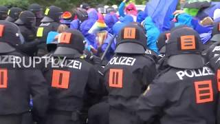 Germany: Police pepper spray G20 protesters on first day of summit