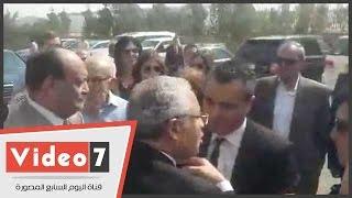 بالفيديو.. دموع وانهيار نجل ممدوح البلتاجى عقب تشييع جنازته