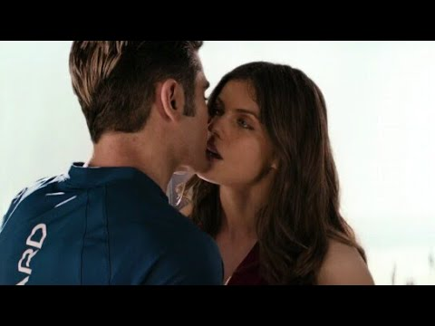 Zac Efron and Alexandra Daddario kiss scene in Baywatch
