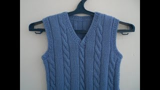 86. Детский голубой жилет cпицами. /Children's blue vest with knitting needles.