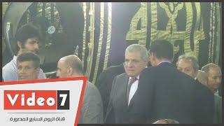 بالفيديو.. محلب ومنير فخرى عبد النور ومدحت العدل يؤدون العزاء فى طارق سليم