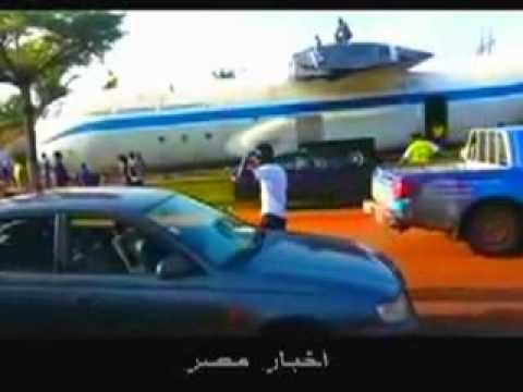 Gabon Un avion des forces aériennes gabonaise circule sur les routes d'Owendo