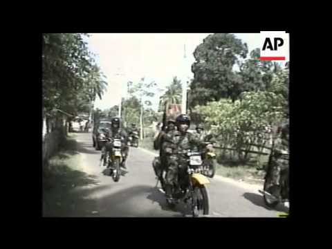 INDONESIA: ACEH: TROOPS ARRIVE IN SHOW OF FORCE