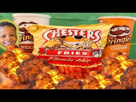 ASMR for kids - Hot Fries + Pringles (Crunchy eating sounds)