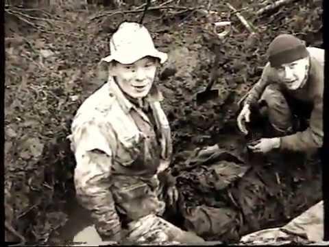 Раскопки солдат в болоте на Синявинских Высотах.Архив 2000г.