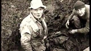 Раскопки бойца в болоте на Синявинских Высотах.Архив 2000г.