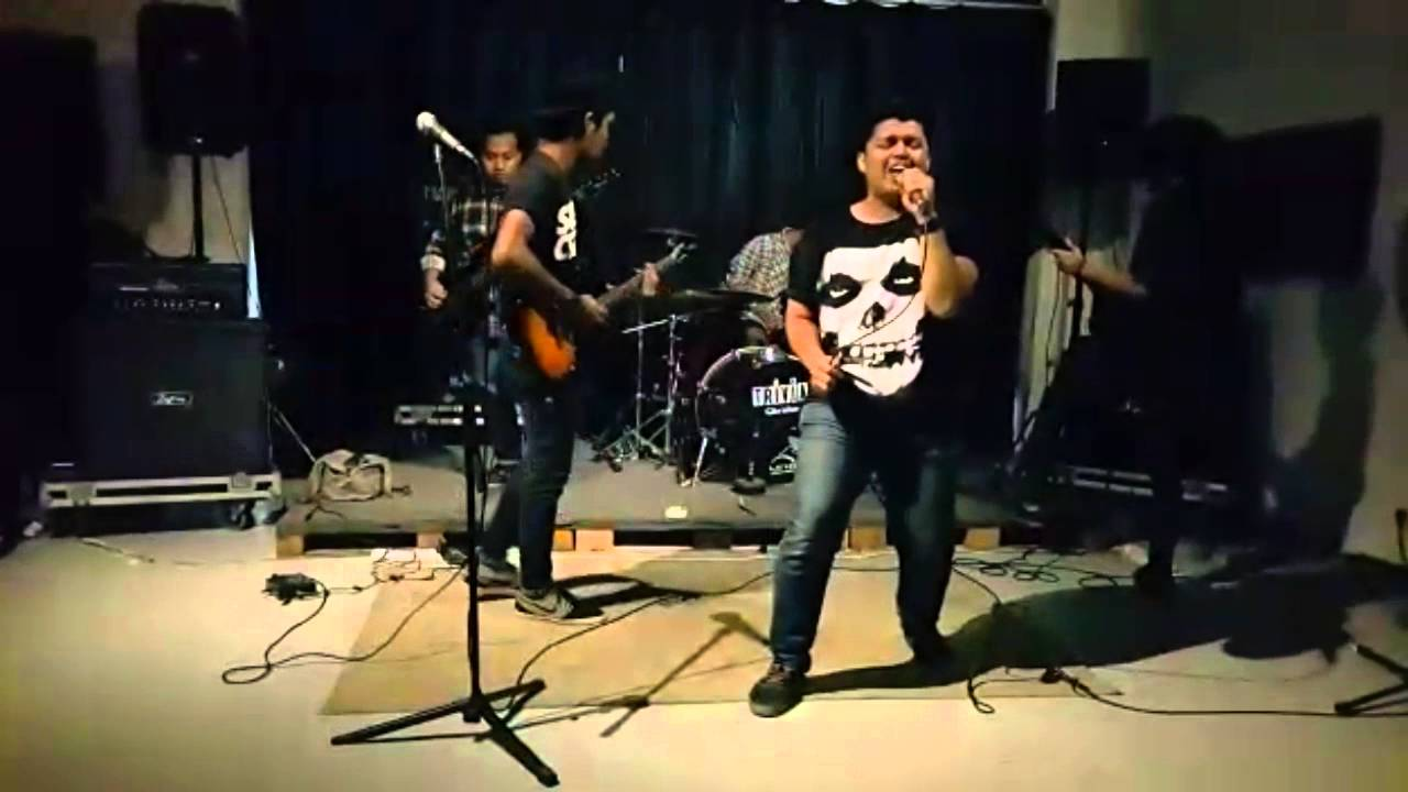Set me free   manistrasi (live performing at penvia studio)   youtube