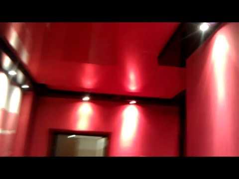 Ярко красные натяжные потолки