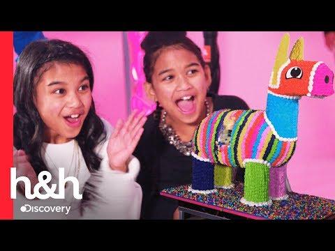 Irmãs gêmeas ganham bolo recheado com doces   Cake Boss   Discovery H&H Brasil