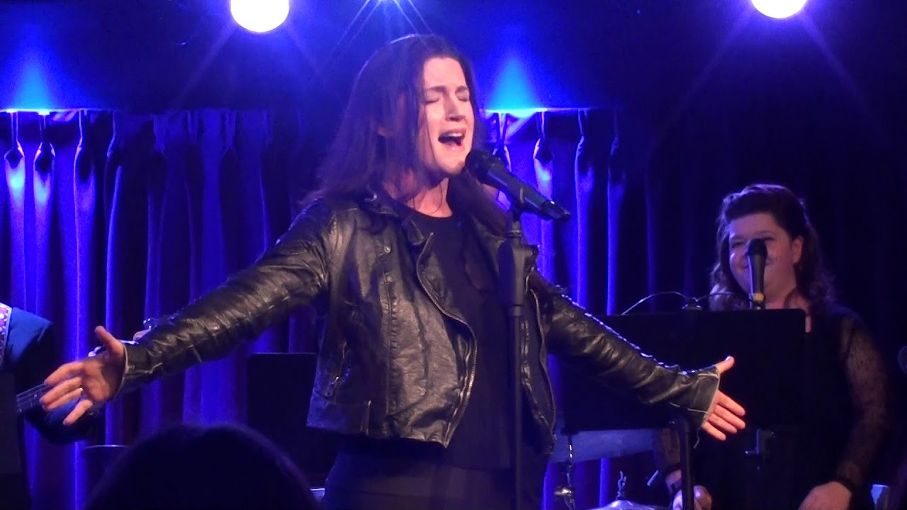 Carrie Manolakos - Chandelier (Sia cover) @ The Green Room 42, 10 ...