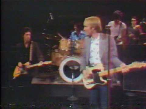 Tom Petty with Tom Snyder 1981 part 1 of 3  performing Old Kings Road