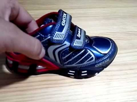 8c4a0e4ff Zapatillas con luces Geox con botón de encendido - YouTube
