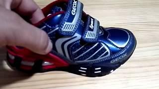 tarifa centavo Alarmante  Zapatillas con luces Geox con botón de encendido - YouTube