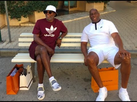 Samuel L Jackson & Magic Johnson mistaken for 'Lazy Migrants' by Italians while on Vacation!