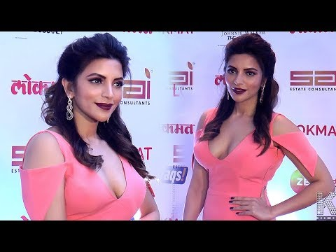 HOT Shama Sikander Deep LOOK at Maharashtra's Most Stylish Award 2017