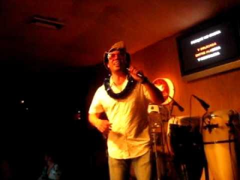 Alex en Canta Gallo  - Karaoke Barranquilla 2008