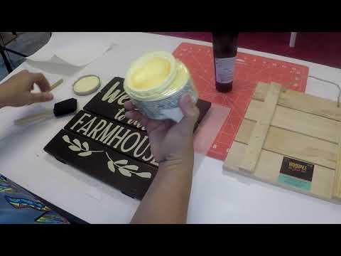Craftmas Episode 17: Paint Vinyl Paint Method on a Wooden Sign