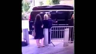 Хилари Клинтон теряет сознание на церемонии 9/11