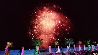ハウステンボスのナイトプールにて ももクロの音楽と共に花火.