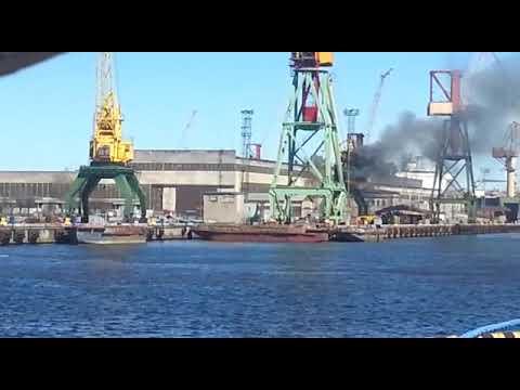 Ugunsgrēks kuģu būves rūpnīcā(1)