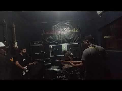 Gigi _ mutiara yang hilang ( cover caddel band )