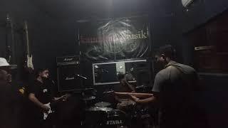 Gigi _ mutiara yang hilang ( cover caddel band ).mp3