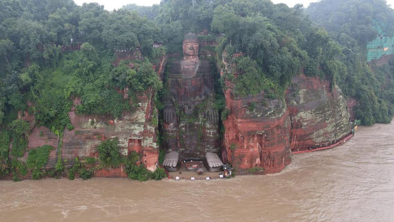 Banjir Terpa Telapak Kaki Rupaka Buddha Leshan