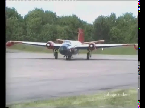 Cold War Jets Canberra fast taxi run (2010)