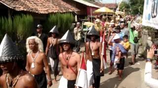 Video Arak-Arakan Putri Kraton Suku Dayak Hindu Budha Bumi Segandu Indramayu 2012 download MP3, 3GP, MP4, WEBM, AVI, FLV November 2018