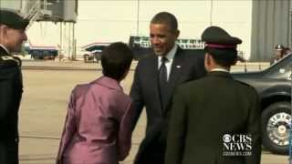 Barack Obama visits Buddhist temple inThailand