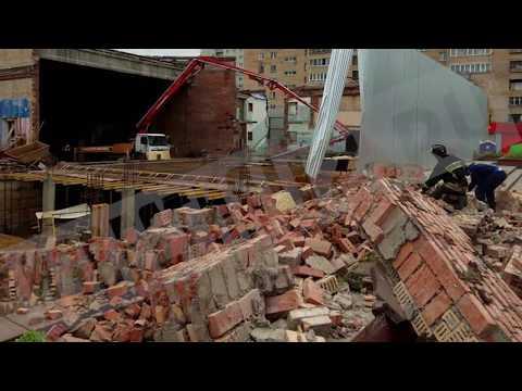 """В Балашихе обрушилась стена бывшего кинотеатра """"Союз"""""""